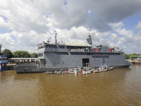 O catamarã da marinha brasileira.
